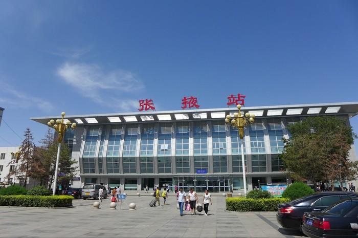 微旅行  张掖只有一座机场:甘州机场,位于市区东南方向,到达的城市